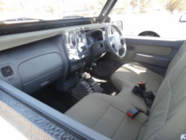 NISSAN HARDBODY 2400i SE 4X4 for Sale in South Africa
