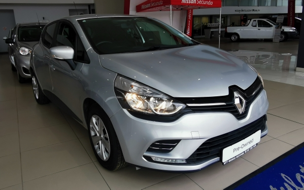 RENAULT CLIO IV 900T AUTHENTIQUE 5DR